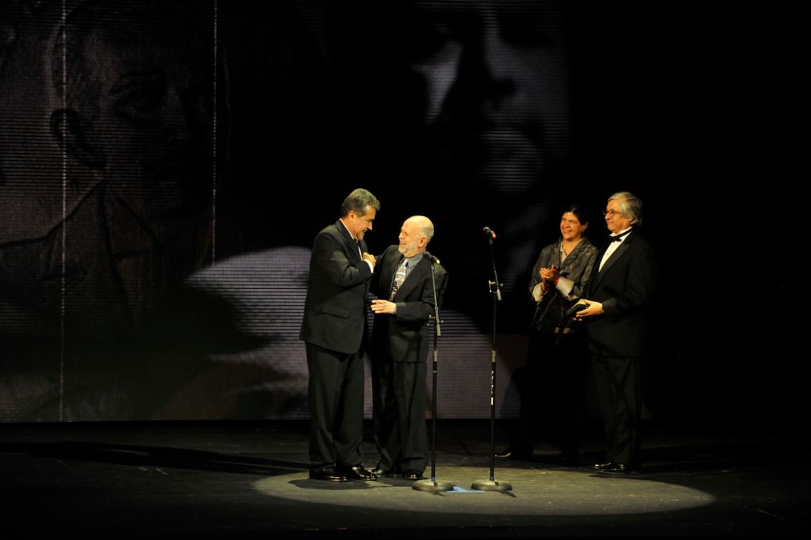 Jaime Humberto Hermosillo con Jorge Sánchez, Paula Astorga y Juan Antonio de la Riva:Pedro González