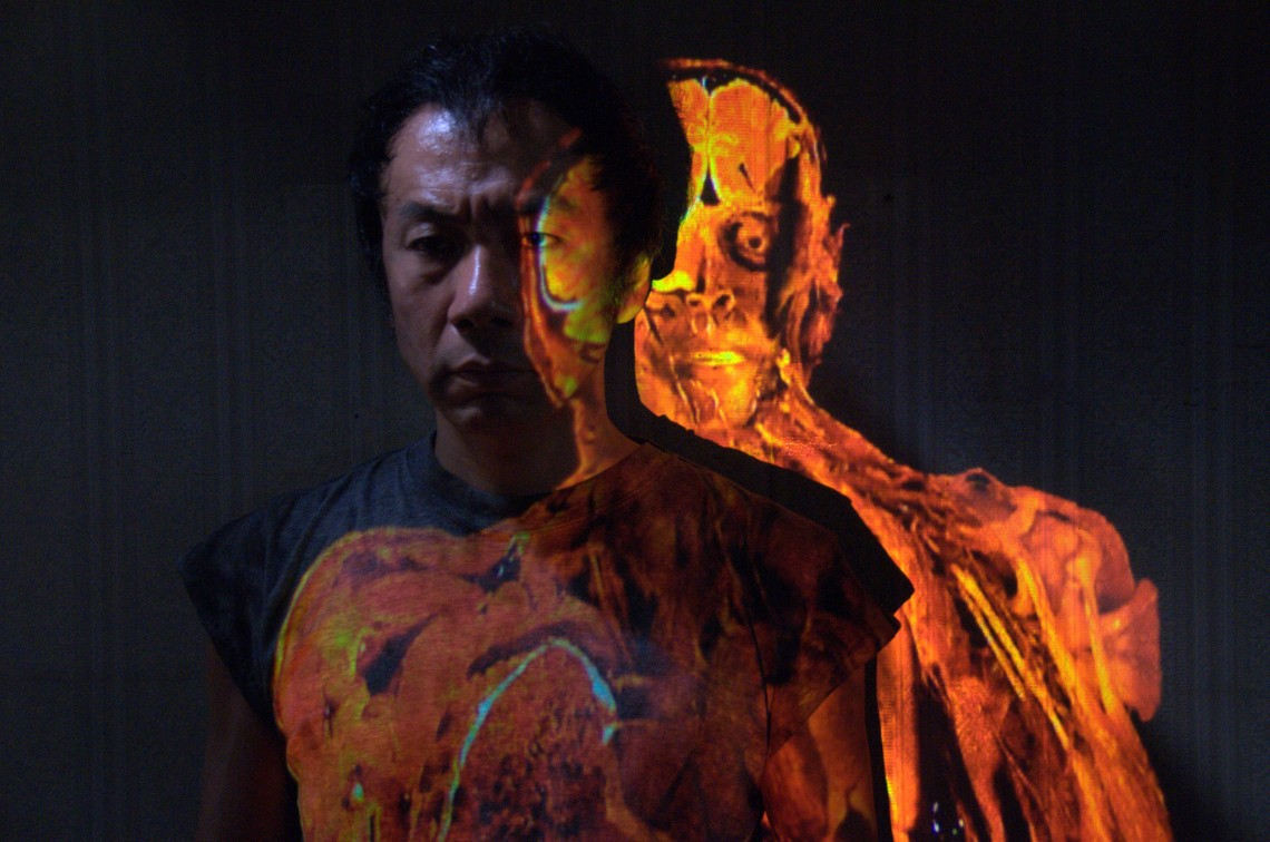 SHINYA TSUKAMOTO as the guy_1_(C) TETSUO THE BULLET MAN GROUP 2009