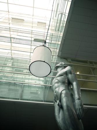La replica de la escultura del Ariel, hecha en 1946 por Ignacio Asúnsolo, en los Estudios Churubusco. Foto: Sergio Raúl López.
