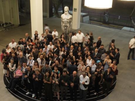 Tras la fotografía oficial, los asistentes aplaudieron para celebrar el premio. Foto: Sergio Raúl López.